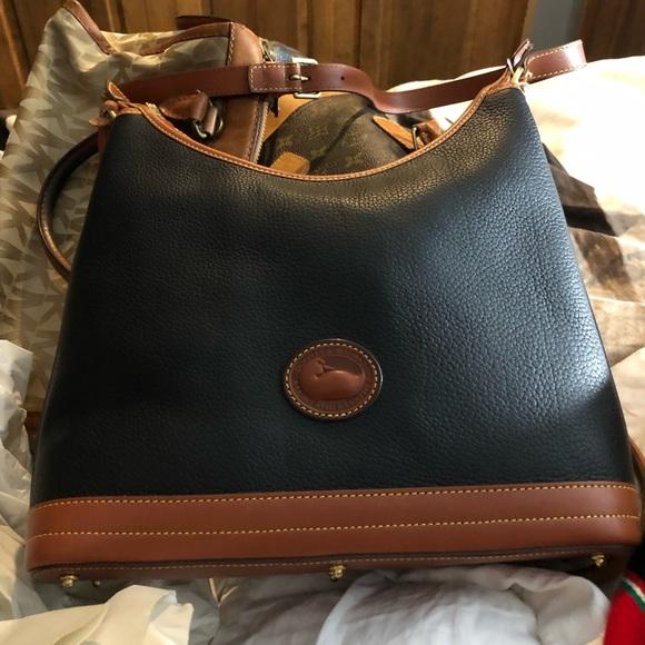 Dooney & Bourke Handbags - NWT Dooney and Bourke HANDBAG 👜.